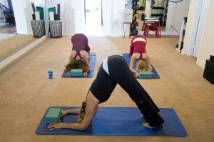 Yoga Restaurativo acompañado de canto de Mantras | María Icaza & Claudia Leyva @  Sala Vishnu